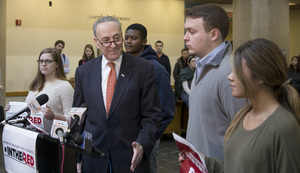 Democrats in the United States Senate have elected New York Sen. Chuck Schumer as Senate minority leader.